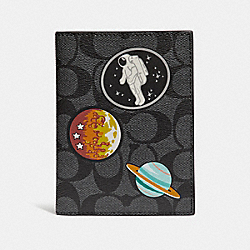 PASSPORT CASE IN SIGNATURE CANVAS WITH SPACE PATCHES - f32460 - CHARCOAL/BLACK