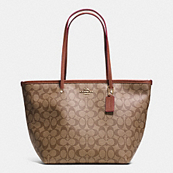 SIGNATURE STREET ZIP TOTE - f34104 - LIGHT GOLD/KHAKI/SADDLE
