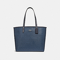REVERSIBLE CITY TOTE WITH LEGACY PRINT - f34263 - SILVER/NAVY