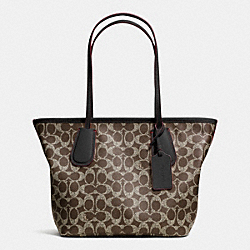 COACH F34594 - COACH TAXI ZIP TOTE 24 IN SIGNATURE  LIGHT GOLD/SADDLE/BLACK