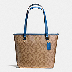 ZIP TOP TOTE IN SIGNATURE - f34603 - IMITATION GOLD/KHAKI/BRIGHT MINERAL