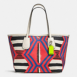 COACH F34746 - COACH TAXI TOTE 36 IN PRINTED CANVAS SVE2O