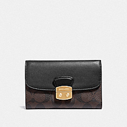 AVARY MEDIUM ENVELOPE WALLET IN SIGNATURE CANVAS - F34780 - BROWN/BLACK/LIGHT GOLD