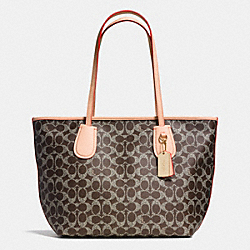 COACH F36359 - COACH TAXI ZIP TOTE IN SIGNATURE  LIGHT GOLD/SADDLE/APRICOT