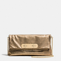 COACH F36500 - COACH SWAGGER CLUTCH IN METALLIC PEBBLE LEATHER LIGHT GOLD/GOLD