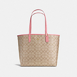 REVERSIBLE CITY TOTE IN SIGNATURE CANVAS - f36658 - light khaki/peony/light gold