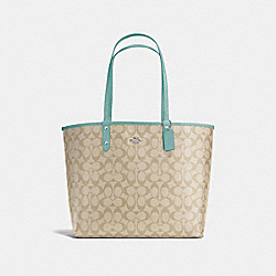 REVERSIBLE CITY TOTE IN SIGNATURE CANVAS - f36658 - SVNKA