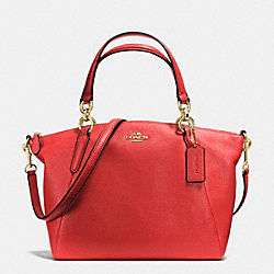 SMALL KELSEY SATCHEL IN PEBBLE LEATHER - f36675 - IMITATION GOLD/CARMINE