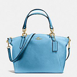 SMALL KELSEY SATCHEL IN PEBBLE LEATHER - f36675 - IMITATION GOLD/BLUEJAY
