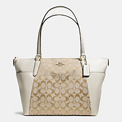 AVA TOTE IN SIGNATURE - f37231 - IMITATION GOLD/LIGHT KHAKI/CHALK