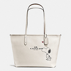 COACH COACH X PEANUTS CITY ZIP TOTE IN CALF LEATHER - SILVER/CHALK - F37273
