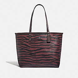 REVERSIBLE CITY TOTE WITH TIGER PRINT - F37876 - DARK RED/OXBLOOD/BLACK ANTIQUE NICKEL