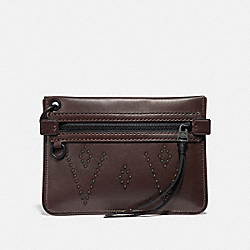 COACH F38770 - POUCH 22 WITH STUDS MAHOGANY