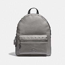 MEDIUM CHARLIE BACKPACK WITH LACQUER RIVETS - F38834 - HEATHER GREY/SILVER