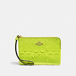 CORNER ZIP WRISTLET IN SIGNATURE LEATHER - F39151 - NEON YELLOW/LIGHT GOLD