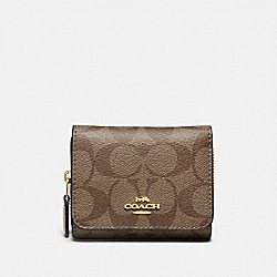 COACH F41302 Small Trifold Wallet In Signature Canvas IM/KHAKI/CHALK