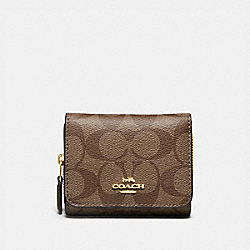COACH F41302 Small Trifold Wallet In Signature Canvas KHAKI/SADDLE 2/LIGHT GOLD