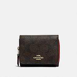 COACH F41302 - SMALL TRIFOLD WALLET IN SIGNATURE CANVAS IM/BROWN TRUE RED
