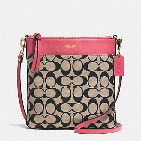 PRINTED SIGNATURE NORTH/SOUTH SWINGPACK - COACH F51055 - GOLD/LT KHA BLK/LOGANBERRY