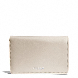 BLEECKER LEATHER COMPACT CLUTCH WALLET - f51468 - SILVER/ECRU