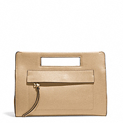SAFFIANO POCKET CLUTCH - f51534 - LIGHT GOLD/TAN