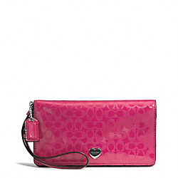 PERFORATED EMBOSSED LIQUID GLOSS DEMI CLUTCH - f52081 - SILVER/FUCHSIA