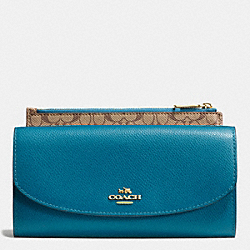 COACH F52628 Crossgrain Leather Pop Slim Envelope LIGHT GOLD/TEAL