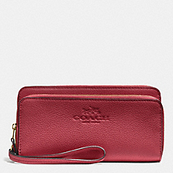 COACH F52718 Double Accordian Zip Wallet In Pebble Leather IMITATION GOLD/CRANBERRY