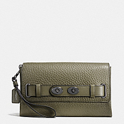 COACH BLAKE CLUTCH IN BUBBLE LEATHER - QBB75 - F53424