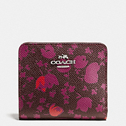 SMALL WALLET IN FLORAL PRINT LEATHER - f53703 - SILVER/OXBLOOD PRAIRIE CALICO