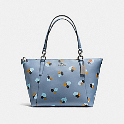 AVA TOTE IN FIELD FLORA PRINT COATED CANVAS - f55192 - SILVER/CORNFLOWER