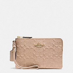 CORNER ZIP WRISTLET IN SIGNATURE DEBOSSED PATENT LEATHER - f55206 - IMITATION GOLD/BEECHWOOD