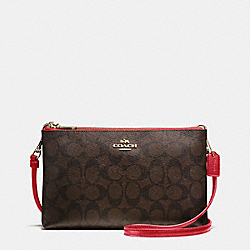 LYLA CROSSBODY IN SIGNATURE - f55900 - IMITATION GOLD/BROW TRUE RED