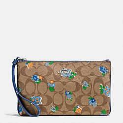 LARGE WRISTLET IN FLORAL LOGO PRINT COATED CANVAS - f56505 - SILVER/KHAKI BLUE MULTI