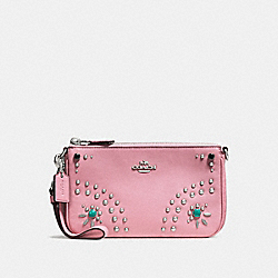 NOLITA WRISTLET 19 IN GLOVETANNED LEATHER WITH WESTERN RIVETS - f56524 - SILVER/PINK