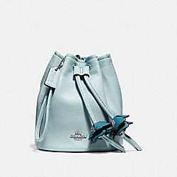 PETAL WRISTLET IN PEBBLE LEATHER - f56581 - SILVER/AQUA
