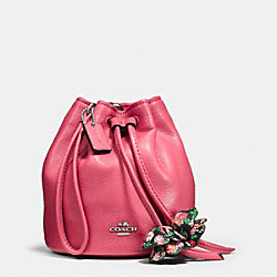 PETAL WRISTLET IN PEBBLE LEATHER - f56581 - SILVER/STRAWBERRY