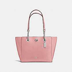 TURNLOCK CHAIN TOTE 27 - F57107 - PEONY/SILVER