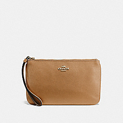 COACH F57465 - LARGE WRISTLET LIGHT SADDLE/LIGHT GOLD