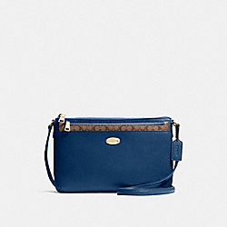 EAST/WEST CROSSBODY WITH POP UP POUCH IN CROSSGRAIN LEATHER - f57788 - IMITATION GOLD/MARINA