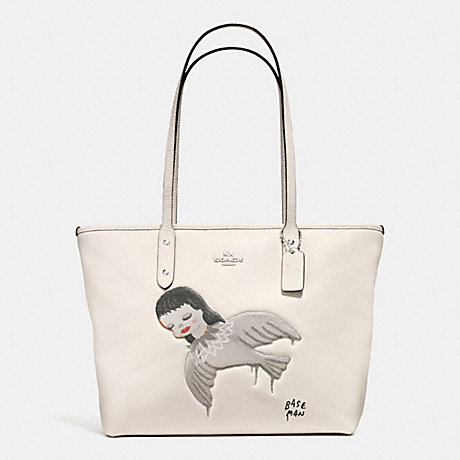 COACH f57910 BASEMAN X COACH KIKI CITY ZIP TOTE IN PEBBLE LEATHER SILVER/CHALK