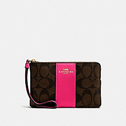 CORNER ZIP WRISTLET IN SIGNATURE CANVAS - F58035 - BROWN/NEON PINK/LIGHT GOLD