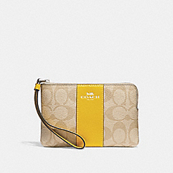 CORNER ZIP WRISTLET IN SIGNATURE CANVAS - f58035 - LIGHT KHAKI/CANARY/SILVER