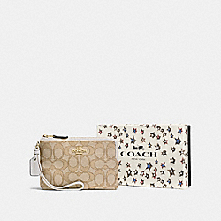 BOXED SMALL WRISTLET IN SIGNATURE JACQUARD - F58041 - LI/LIGHT KHAKI/CHALK