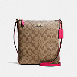 NORTH/SOUTH CROSSBODY IN SIGNATURE - f58309 - IMITATION GOLD/KHAKI/BRIGHT PINK