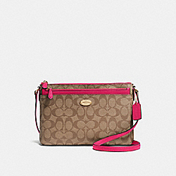 EAST/WEST CROSSBODY WITH POP-UP POUCH IN SIGNATURE - f58316 - IMITATION GOLD/KHAKI BRIGHT PINK