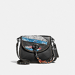 COACH TURNLOCK SADDLE 17 WITH CAR - BLACK/BLACK COPPER - F58392