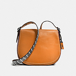SADDLE WITH COLORBLOCK SNAKESIN DETAIL - F58963 - BUTTERSCOTCH/BLACK COPPER