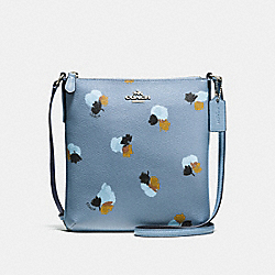 NORTH/SOUTH CROSSBODY IN FIELD FLORA PRINT COATED CANVAS - f59848 - SILVER/CORNFLOWER