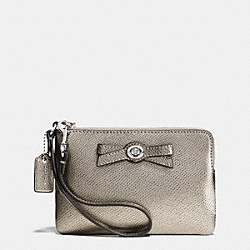 COACH F64648 Turnlock Bow Corner Zip Wristlet In Patent Leather SILVER/GUNMETAL